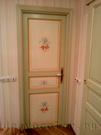 Варианты покраски межкомнатных дверей