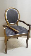 У кресла сломан подлокотник
