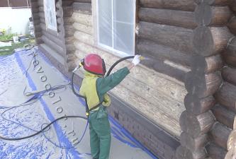 Окно и территория вокруг дома защищены (укрыты)
