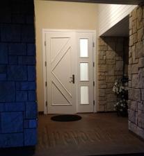 Двупольная входная дверь после покраски