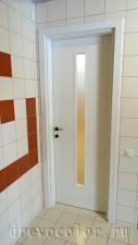 Дверь покрашена в белый цвет