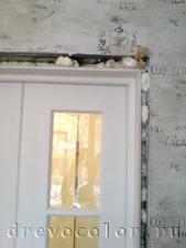 Зафиксировать дверь в проёме